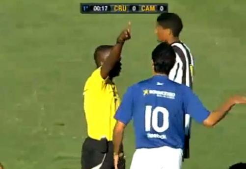 15. saniyede kırmızı kart! (VİDEO)
